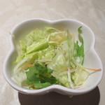 上海人家 - キャベツ、レタス、ニンジン、タマネギのサラダ