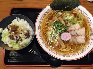胡座 - ★★★★★ 中華そば、680円。 ★★★★★ 牛すじごはん、250円。