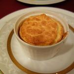 シャテール - スフレ(コンテチーズなど4種のチーズを使って)