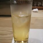 凹町 - まずは梅酒水割りで食欲増進!