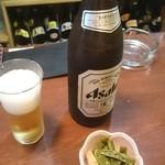 焼鳥さつま - 中瓶ビール、サービスの小鉢