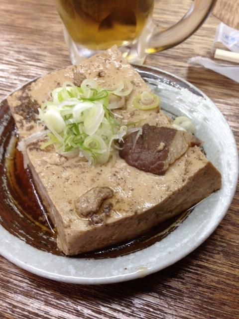 大衆酒場 増やま - 肉豆腐っていうか肉を煮込んだ汁で煮た豆腐って感じ、一味が合う!