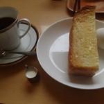 ユトリ珈琲店 - ユトリブレンド400円とサービスのトースト&ゆで卵