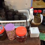 元祖 天幻龍 - 辛子高菜やキムチ、らっきょう、梅干し、ふりかけなどは無料サービスです。