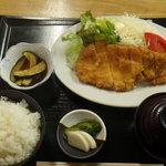 鈴木屋料理店 - ロースカツ定食1050円