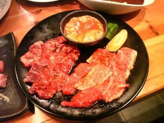 炎屋おんじ - 炎盛り(カルビ、牛ハラミ、豚トロ、鶏、豚ホルモン)