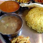 ヒマラヤ - ダルスープ、チキンカレー