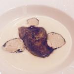 39643080 - 北海道産白玉葱のスープとフォアグラのポアレ トウニーポート風味 サマートリュフ