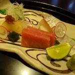 39646237 - お刺身・・切り身が小さいこと >< *平目・鯵の昆布〆・鮪・鯛のお鮨・・どれも普通です。