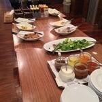 アーキテクトカフェ - サラダ・ドリンクバー  赤白ワインも飲み放題  千ベロ万歳