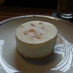 サボイア s-21 - 柔らかなクリームでできあがったオレンジピールのレアチーズ