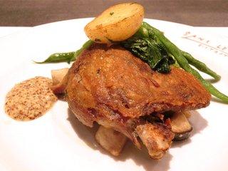 サン・ル・スー - Aコース 2700円 の鴨もも肉のコンフィ