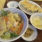 ぎょうざの満洲 - 中華丼と餃子のセットはボリューム満点です