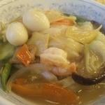 ぎょうざの満洲 - うずらのゆで卵が2つの中華丼