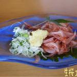 39652088 - 生桜エビの刺身(680円)は見た目も可愛らしく、皮も割と柔らかで美味しい♪