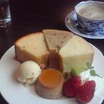 Chiffon Cafe Soie - 2010/2 好きなシフォンケーキ3個に手作りプリンとアイス、飲み物も付いた『そわシフォンセット』、1,000円