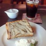 Chiffon Cafe Soie - 2010/9 ランチメニューのシフォンケーキとアイスコーヒー