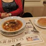 レストラン雪河亭 本店 - 「ロシア料理セット」(¥2,200)のボルシチスープとピロシキ