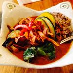 香食楽 - 甘口のかくらカレー・鶏肉・野菜のトッピング・8穀米