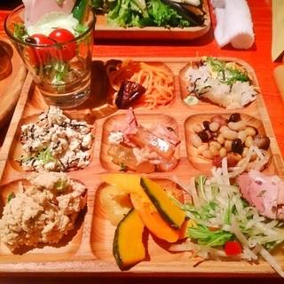 元気になる農場レストラン モクモク 名古屋JRセントラルタワーズ - 人気のおからサラダ(再下段左)おいしかったです♪ 限定の七夕チラシ(最上段右)もおいしかった♪