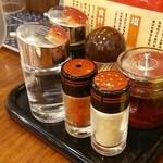 宇味家 JR小山駅構内店 - 左の透明な酢!これ、非常にスッキリ美味しいです!