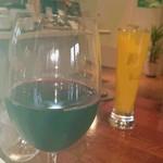 シーフードレストラン アクア - 赤ワイン&レモンとマンゴーのカクテル