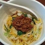 Taka - 汁なし担々麺 細麺ですが、コシがあります(o^^o) ちょっと辛めですが、私にはちょうど良いですね~まさに辛旨です(≧∇≦)b