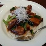 Taka - 豚バラ丼 八角がほんのり効いて、ほとんど噛まなくても口中でとろけていくほど柔らかい(o^^o)