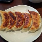 Taka - 皮はパリッパリで一口食べると肉汁がジュワッと溢れ出すジューシーな餃子♪