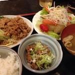 くま - サバ南蛮漬けに豚の生姜焼き、納豆付き800円。ごちそうさまでした。