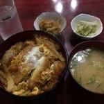 帆里 - かつ丼700円(税込)