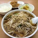 39671221 - ベトコンラーメン 750円 + ランチBセット (サラダ・小ライス・ミニカラアゲ) 180円