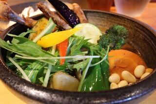 Rojiura Curry SAMURAI.  下北沢店 - チキンと野菜 1220円。