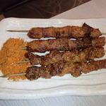 延吉香 - 牛肉串と羊筋串(各2本ずつ)