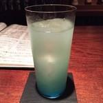 カンティーナ - 即興でブルーのカクテル