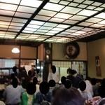 神田まつや - 店内に入ったところ、すごいことになってますね…。