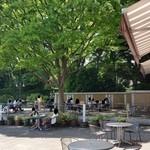 上野グリーンサロン - 天気が良いとテラス席は気持ちよさげですね♪
