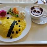 上野グリーンサロン - 「オムライスdeパンダ (1010円)」と「カフェラテdeパンダ (400円)」
