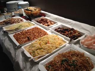 小尾羊 巣鴨店 - バイキングコーナ、他にカレー、中華醤油ラーメン、スープ、デザート杏仁豆腐もございます。600円で大満足!美味しかった、また行きたい!
