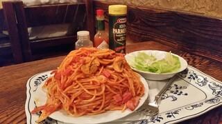さぼうる 2 - めっちゃ気合が入る山盛りの「スパゲッティ ナポリタン (サラダ付) (650円)」
