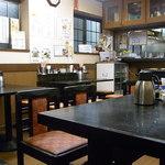 昭龍軒 - カウンターは無し テーブルのみ17席くらい?