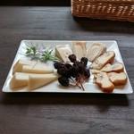 39680566 - チーズ盛合わせ(800円)