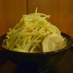 Mendokorosamba - とんこつラーメン(大盛りヤサイマシマシ、2015年6月26日)
