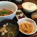旬鮮 鉄板厨房 花や - 豚の角煮定食!