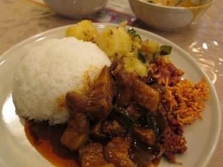 スリランカ料理 ラサハラ - スリランカセットのカレーをライスにかけてみた