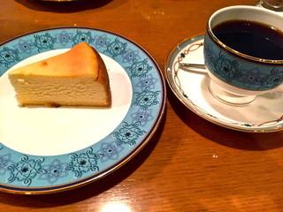 炭火焙煎珈琲・凛 - ベイクドチーズケーキ&ブレンド