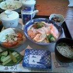 すし益やん - 料理写真:海鮮丼ランチ ¥800