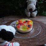 アンテノール - さっ、ちびつぬ、おやつにしよう~。 見て見て~、すごくきれいなケーキ。 直径12㎝の小ぶりのケーキだけどインパクト大だね。