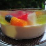 アンテノール - ゼリーとバニラババロワの2層になっていて、 ゼリーの中に星形のマンゴーゼリーとフルーツが詰まってます。 とても涼しげなケーキだね。甘さ控えめで美味しかったよ~