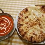 ビンディカ - バターチキンのカレー チーズナン